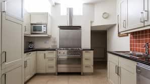 Full-sized fridge, electric kettle, cookware/dishes/utensils