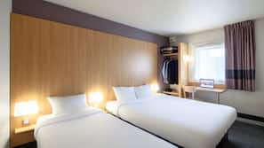 Premium bedding, desk, free WiFi, wheelchair access