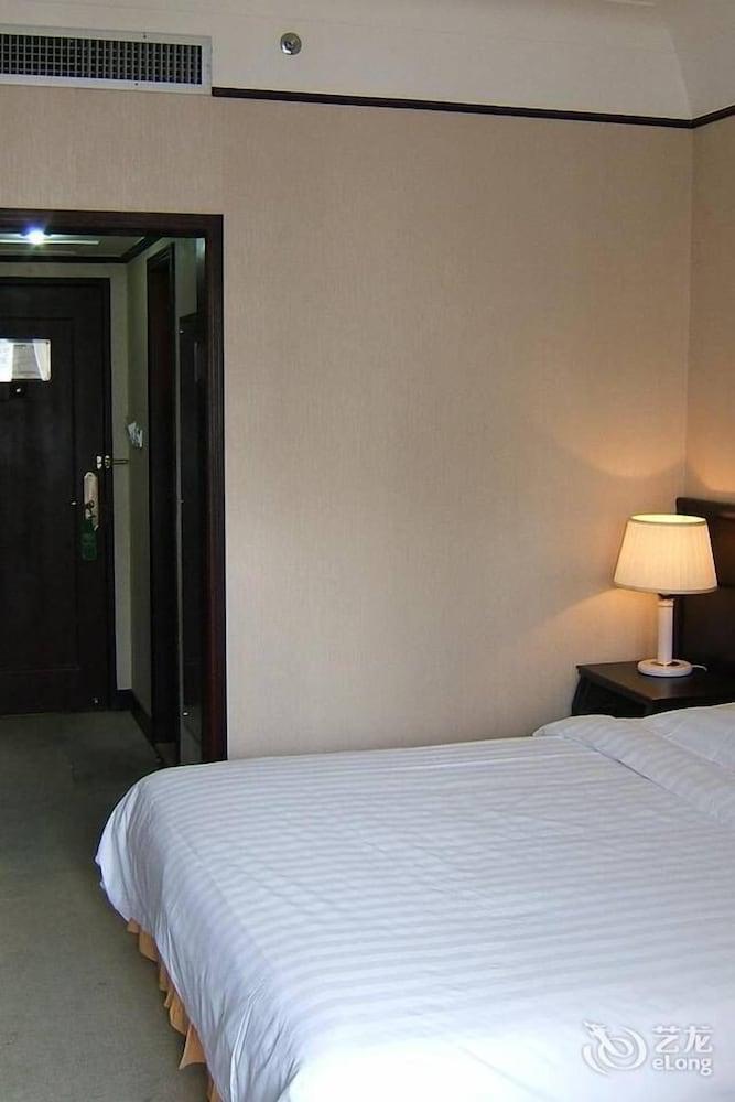 Shiyan motor city hotel deals reviews shiyan chn wotif for Motor city hotel deals
