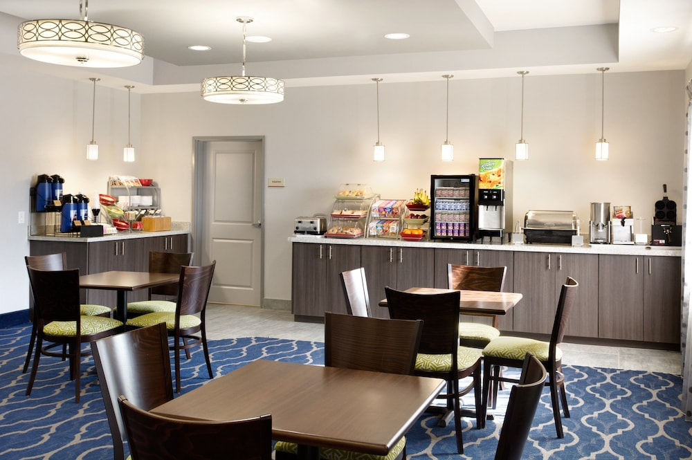 Breakfast Area, Hawthorn Suites By Wyndham Midland