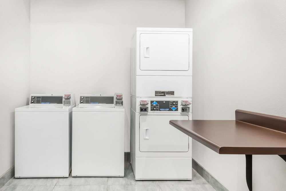 Laundry Room, Hawthorn Suites By Wyndham Midland