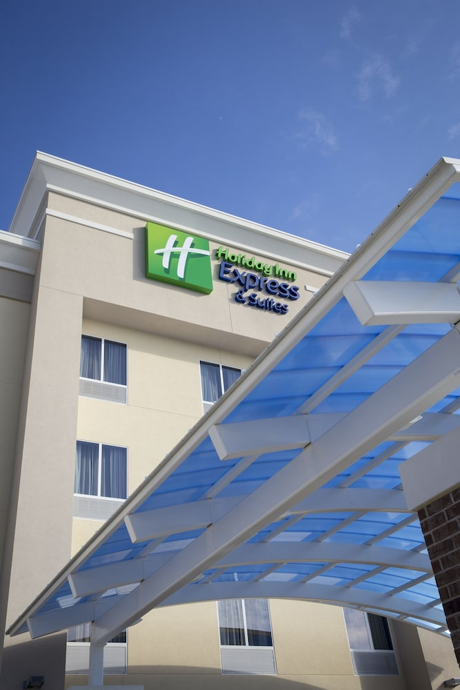 Holiday Inn Express & Suites Edwardsville: 2019 Room Prices