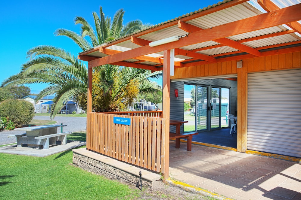 Property Entrance, Discovery Parks – Adelaide Beachfront