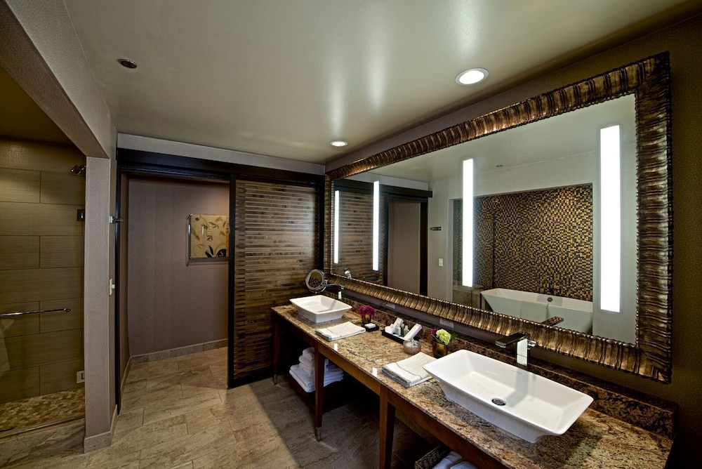 Bathroom, Osage Casino and Hotel - Skiatook