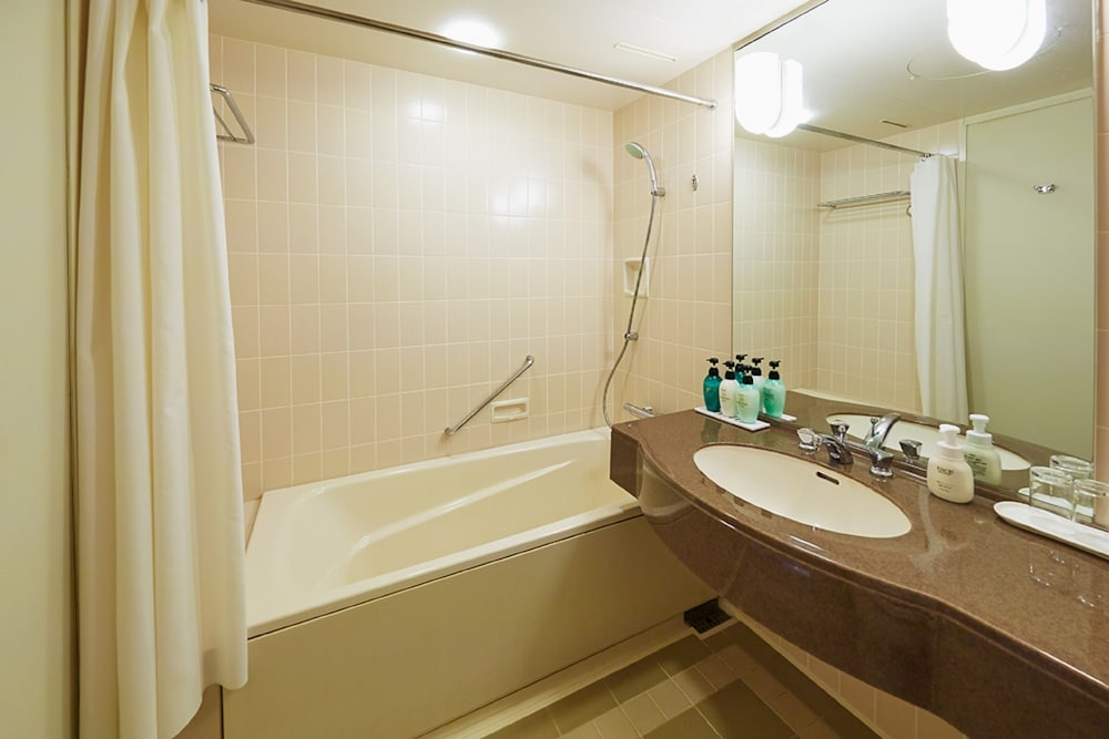 Bathroom, Royal Pines Hotel Urawa