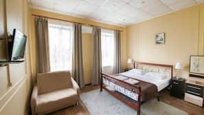 책상, 다리미/다리미판, 무료 유아용 침대, 간이 침대