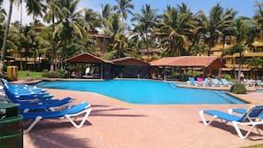 6 piscinas al aire libre (de 8:00 a 20:00), tumbonas