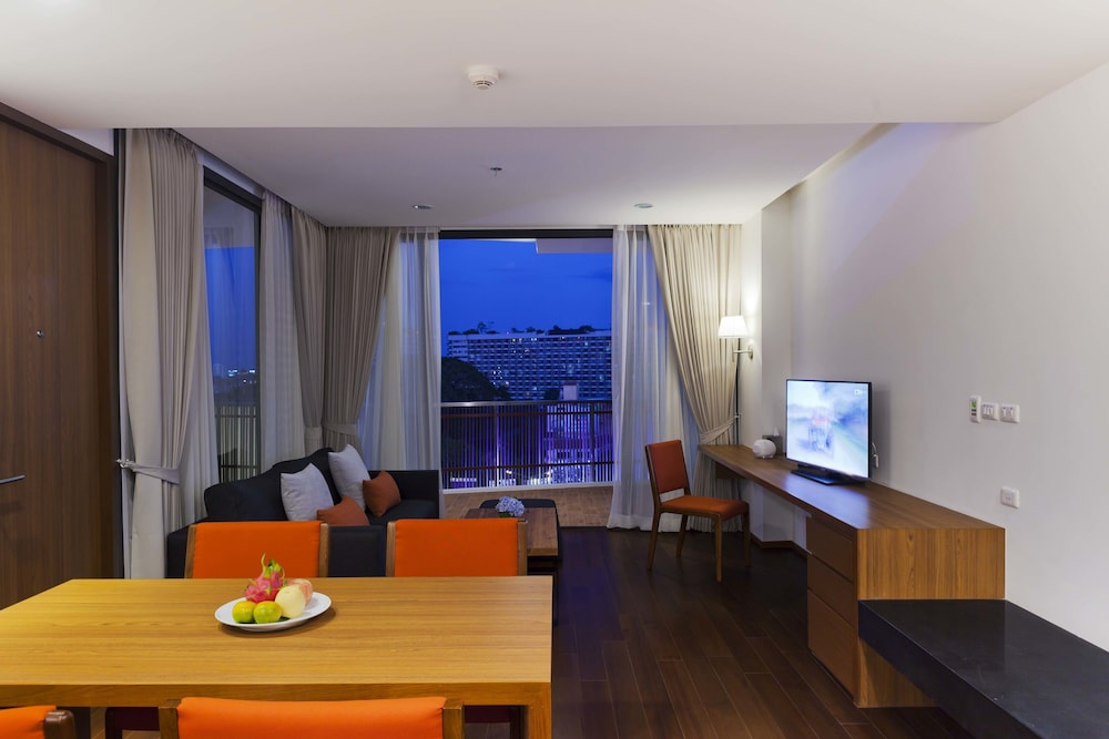 In-Room Dining, Eastin Tan Hotel Chiang Mai