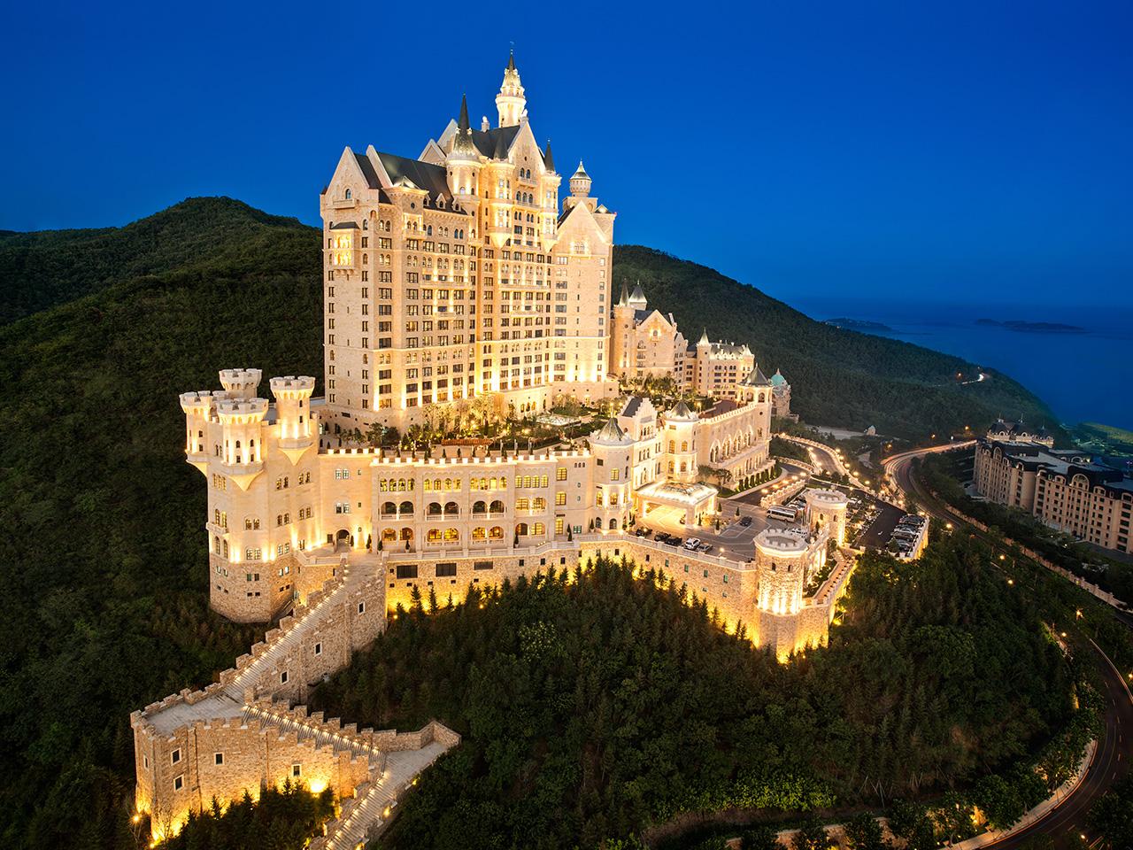 Listopedia: The Perfect Dozen. Romantic Hotels around the World