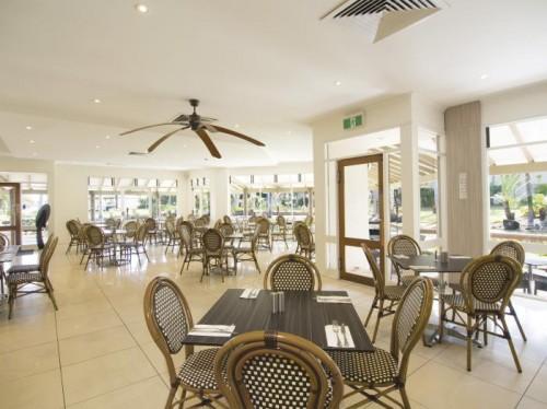 Oaks Oasis brekkie restaurant