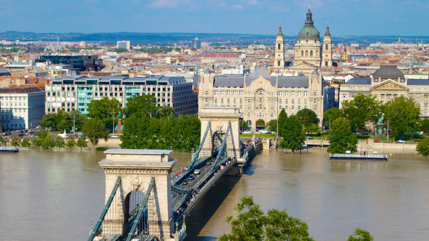 Cheap flights to budapest hungary in 2017 expedia for Hotel budapest