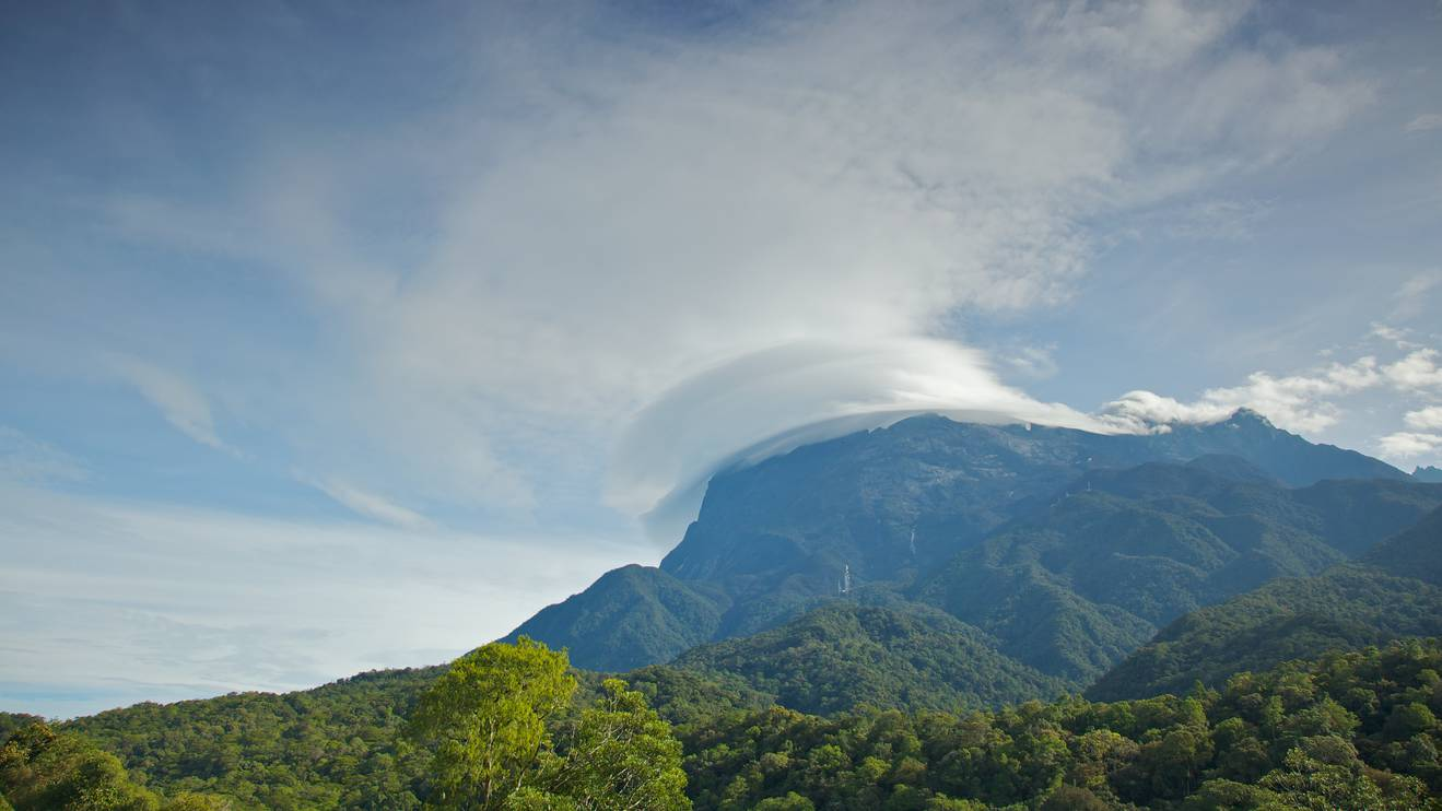 https://images.trvl-media.com/media/content/shared/images/travelguides/Kota-Kinabalu-and-vicinity-602-desktop.jpg