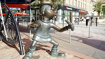 Minnie the Minx Statue - Dundee