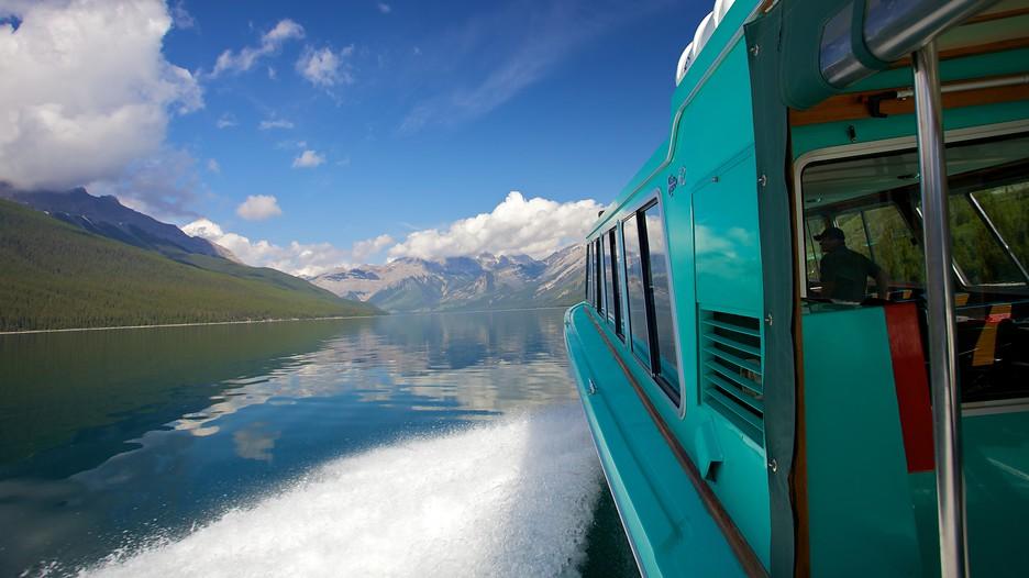Lake minnewanka banff alberta attraction for Banff national park cabin rentals