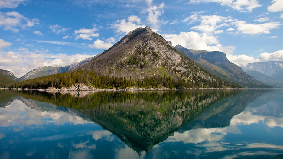 Lake Minnewanka In Banff Alberta Expedia