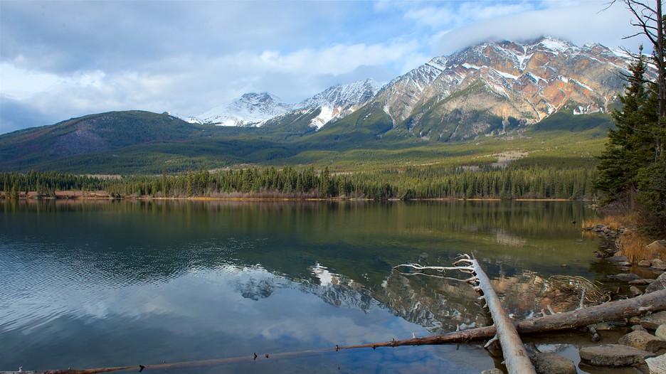 Pyramid Lake In Jasper Alberta Expedia Ca