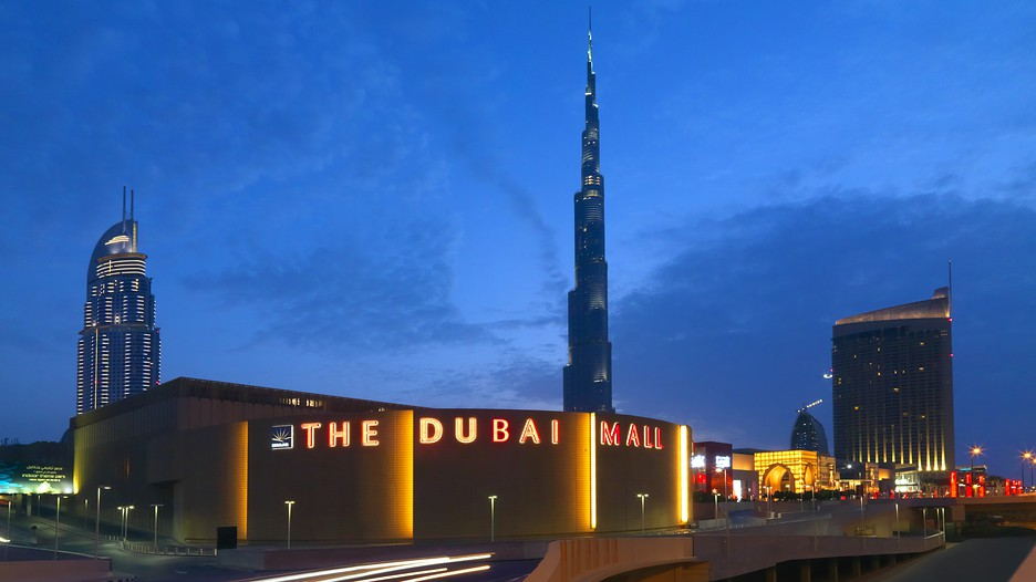 An outdoor shot of the Dubai Mall and Burj Khalifa