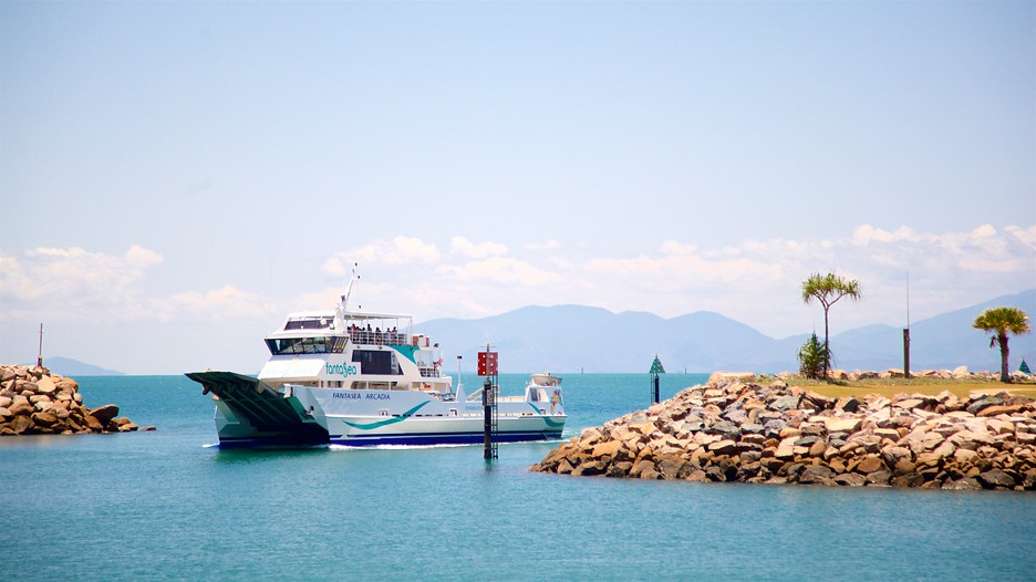 how to get to magnetic island from townsville airport