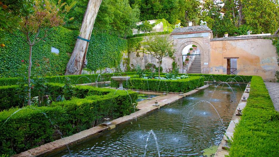 Generalife in granada expedia for Generalife gardens