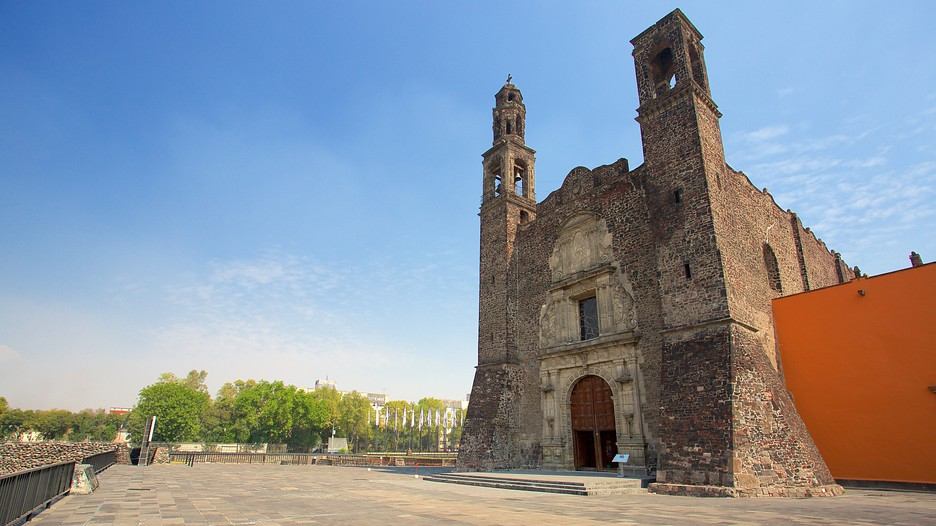 Plaza de las tres culturas in mexico city expedia for Vacation in mexico city