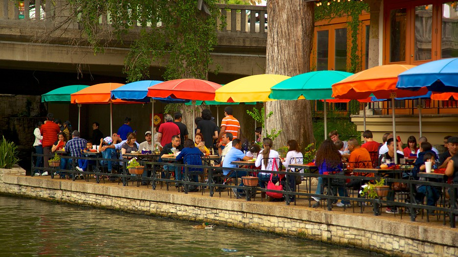 San Antonio Vacation Packages offer discounted hotels near Riverwalk, Seaworld, Downtown, Six Flags Fiesta Texas with several San Antonio attractions.