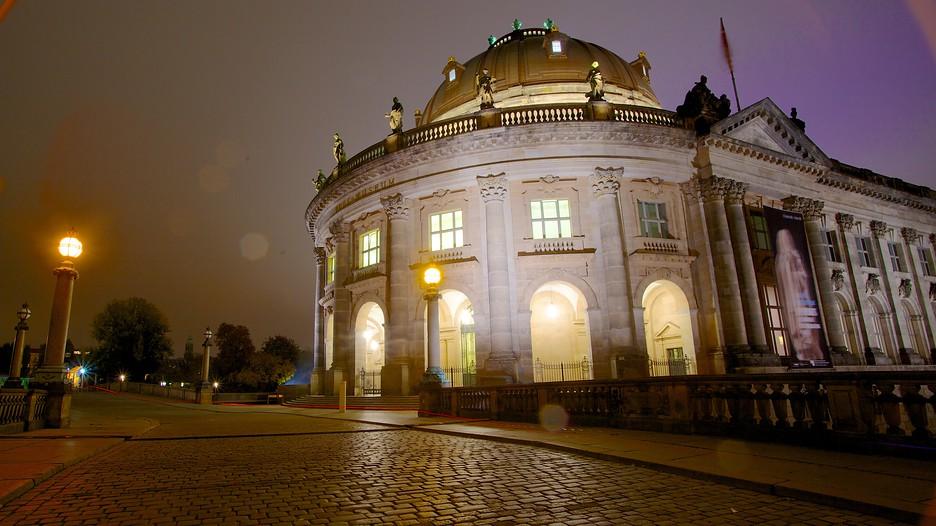 https://images.trvl-media.com/media/content/shared/images/travelguides/destination/179892/Museum-Island-Museumsinsel-25079.jpg