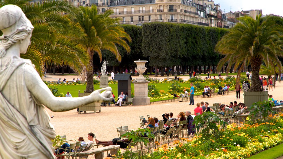 Luxembourg gardens in paris expedia for Arbres jardin du luxembourg