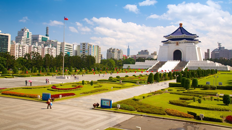 my hero is chiang kai shek Come to the chiang kai-shek memorial hall, linger in this place of art and culture, wander at leisure through the wide elegant spaces, appreciate the beauty of the architecture and gardens, and.