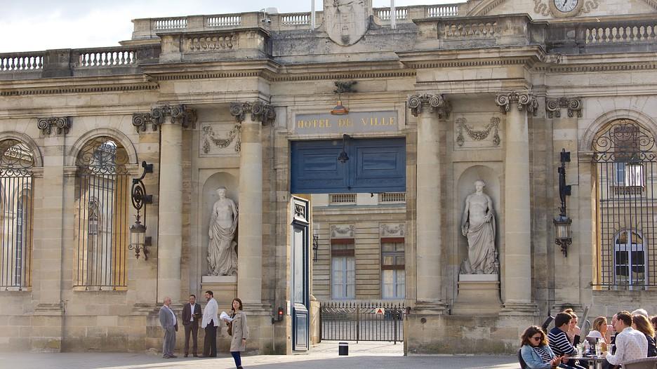 Hotel de ville in paris expedia for Hotel deville paris