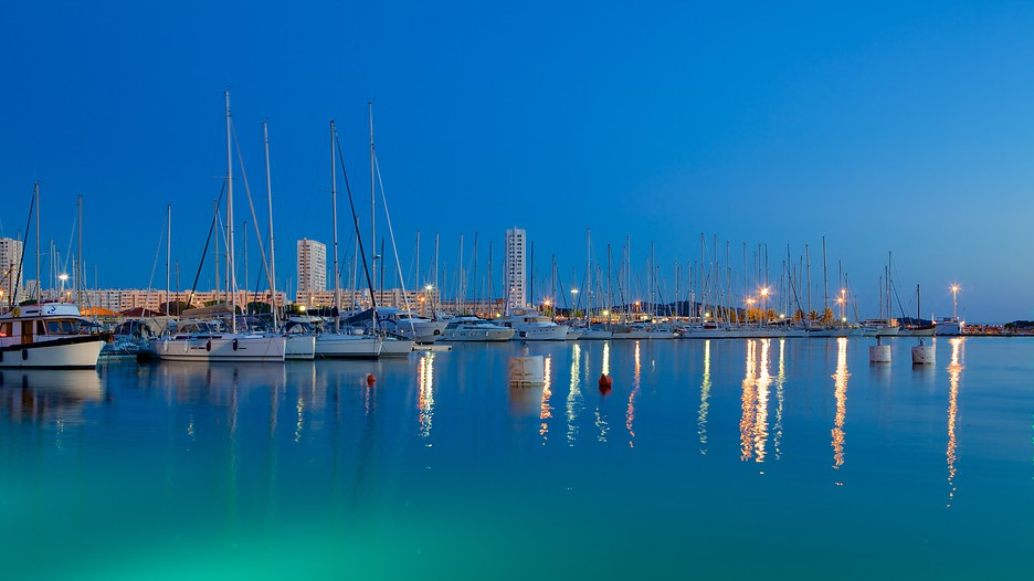 Vacances toulon r servez votre s jour sur - Place de port disponible mediterranee ...