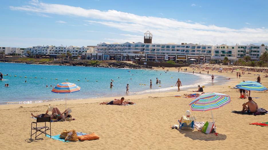 Las Cucharas Beach In Teguise Expedia Ca
