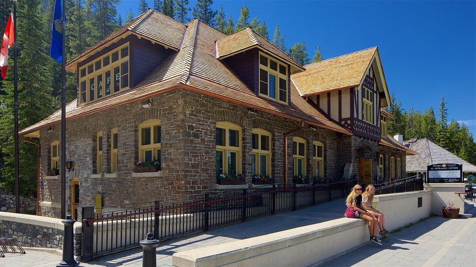 Upper hot springs in banff alberta expedia for Banff national park cabin rentals