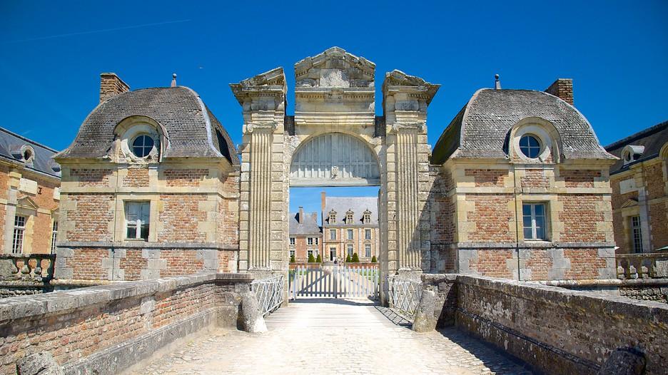 Chateau de la ferte st aubin in la ferte saint aubin expedia - La petite cheminee saint aubin ...