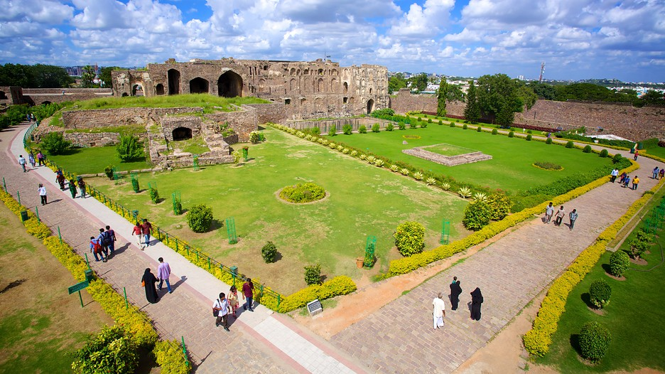 golconda fort Golconda fort tour is the best bet for those who love to explore the glorifying aspects of history witness the exceptional architecture of the fort to see the grandeour of the royal people.