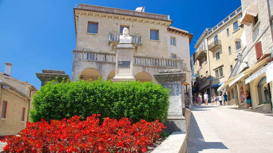 Piazza garibaldi in san marino for Flights to san marino italy
