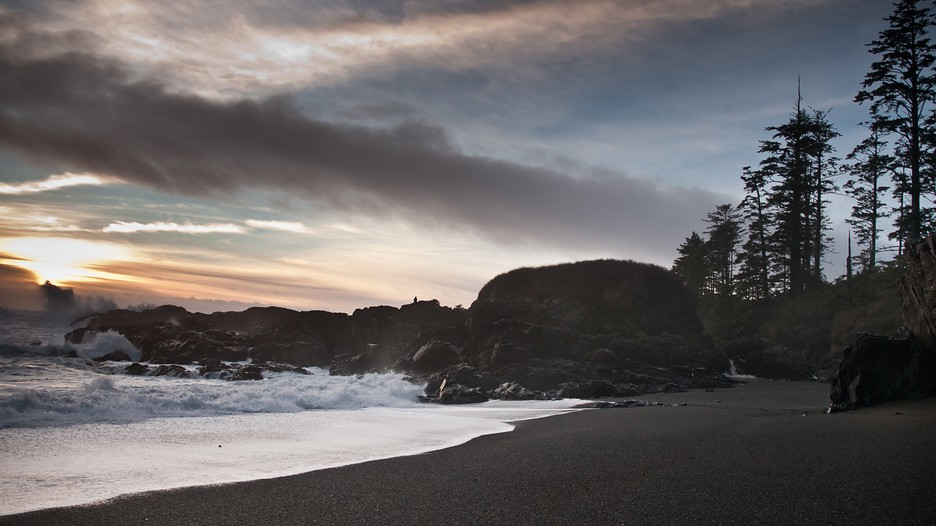 Storm Watching Hotels Vancouver Island