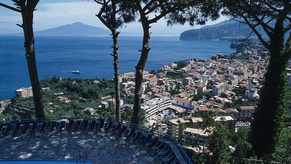 Salerno holidays book cheap holidays to salerno and for Negozi arredamento salerno