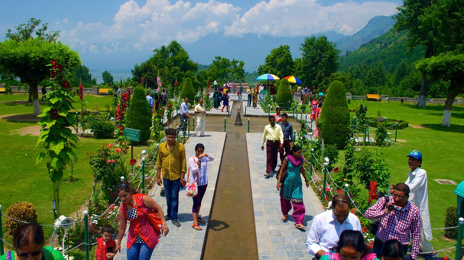 settig up a hotel in srinagar Shopping in srinagar can be really exciting and to the best places to shop in srinagar some artisans also set up shop at their view hotel in srinagar.