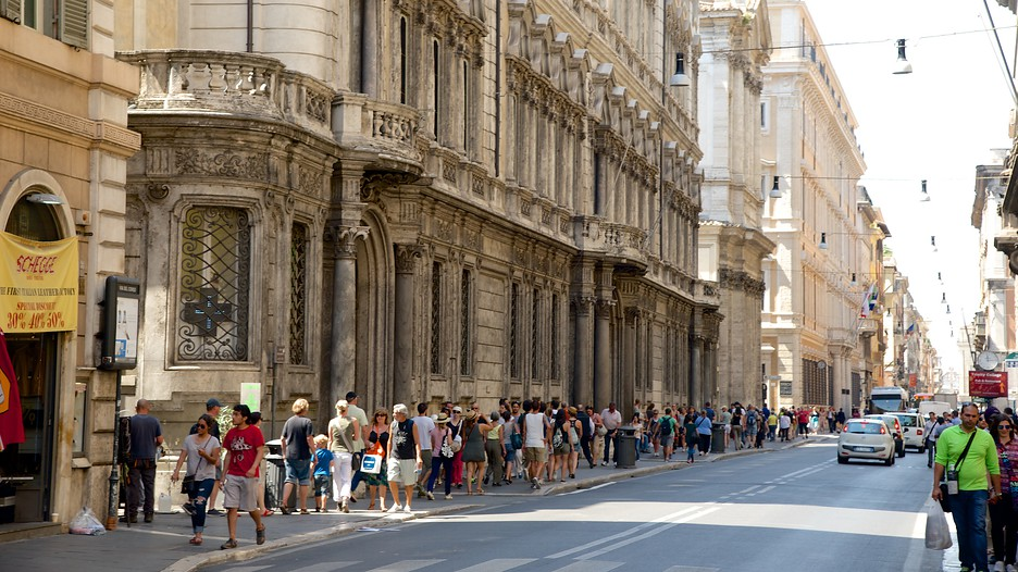 The best rome vacation packages 2017 save up to c590 on for Bershka roma via del corso