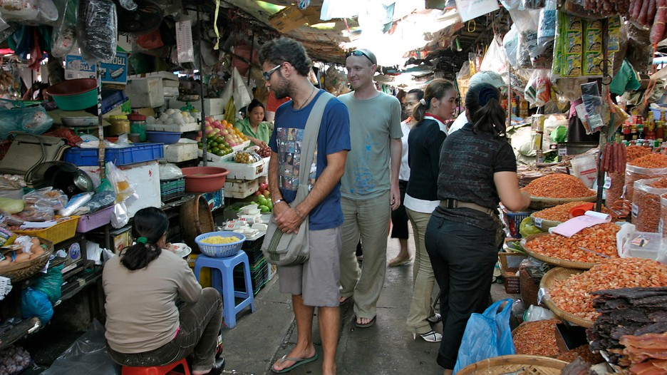 how to get cheapest flights to phnom penh
