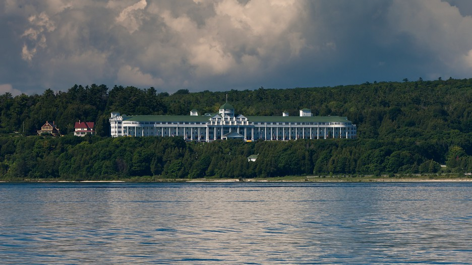 Old Fashioned Cars >> Mackinac Island Vacations 2017: Package & Save up to $603 ...