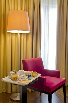 Cassaforte in camera, una scrivania, tende oscuranti, Wi-Fi gratuito