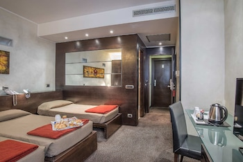 Hypoallergeen beddengoed, een minibar, een kluis op de kamer, een bureau