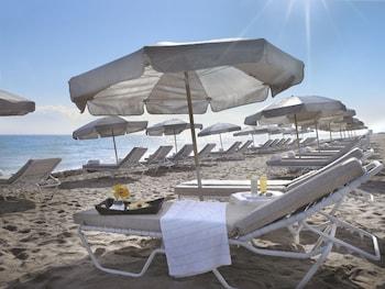 Ubicación a pie de playa, cabañas de playa, tumbonas y sombrillas
