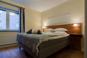 Pengeskab, skrivebord, gratis Wi-Fi, sengetøj