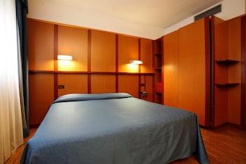 객실 내 금고, 책상, 방음 설비, 간이 침대