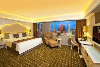 Premium bedding, pillow top beds, minibar, in-room safe