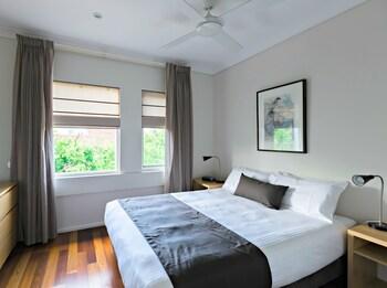 高級寢具、設計每間自成一格、家具佈置各有特色、書桌
