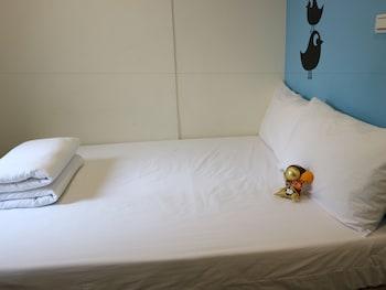 ผ้านวมขนเป็ด, ผ้าม่านกันแสง, เตียงเสริม (คิดค่าบริการ), บริการ WiFi ฟรี