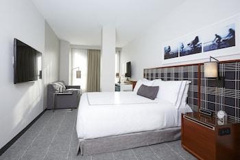 Frette Italian sheets, premium bedding, minibar, in-room safe